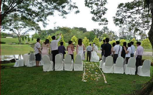 He Says Where To Hold An Outdoor Wedding We Love Laugh Kiss