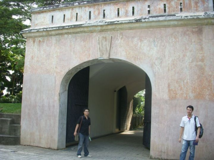 Me and YC under Fort Gate. Some couples like this place for HM as it looks grand too.