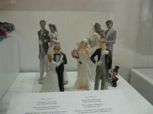 Cute cake toppers and figurines! I likey!
