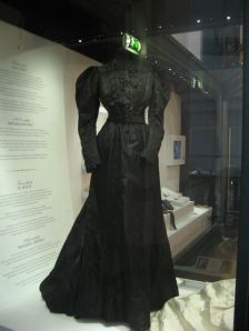 This black dress is so kickass it has a exhibition case of its own... nice...