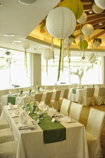 Indoor dining area, Atmosphere by the sea