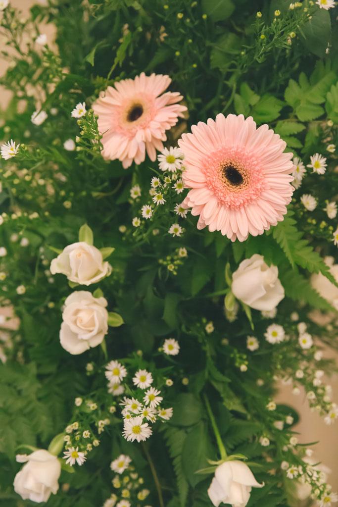 Flower arch, pink rerbera