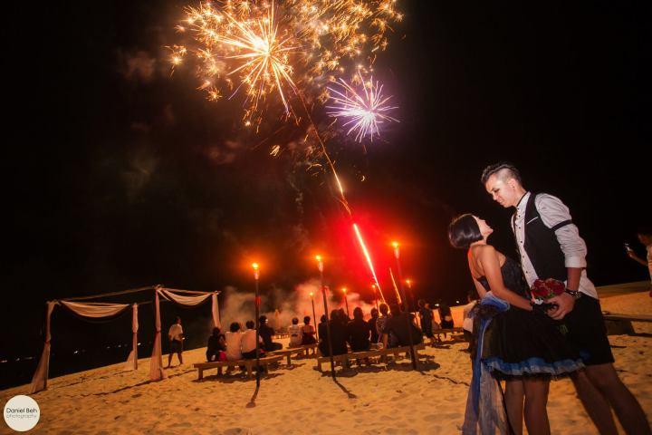 Nikoi Island: Fireworks