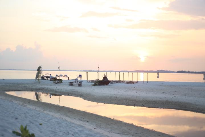 Nikoi Island Lagoon