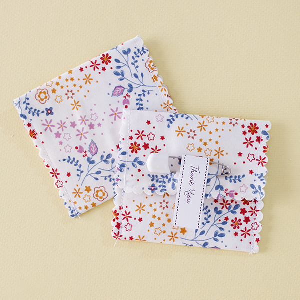Hanabi - Flowery fireworks on a white fabric favour pouch