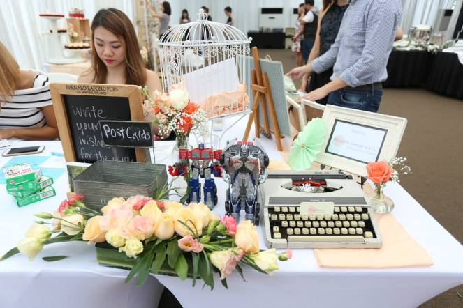 Reception table with typewriter and transformers from Ruisong