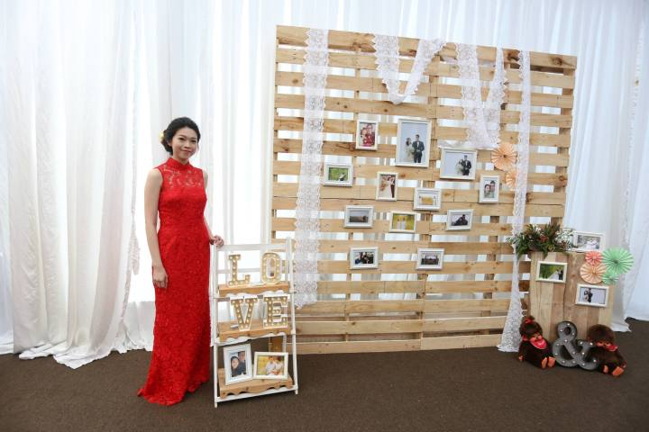 Wooden palette photo gallery backdrop