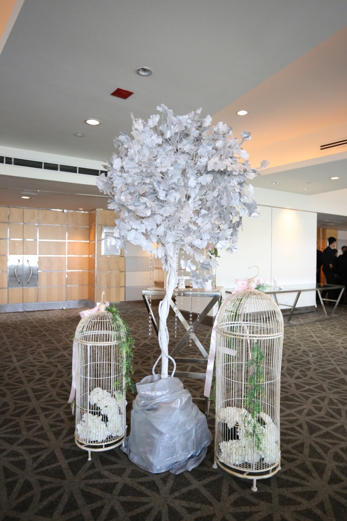 Guest wishing tree with silver leaves