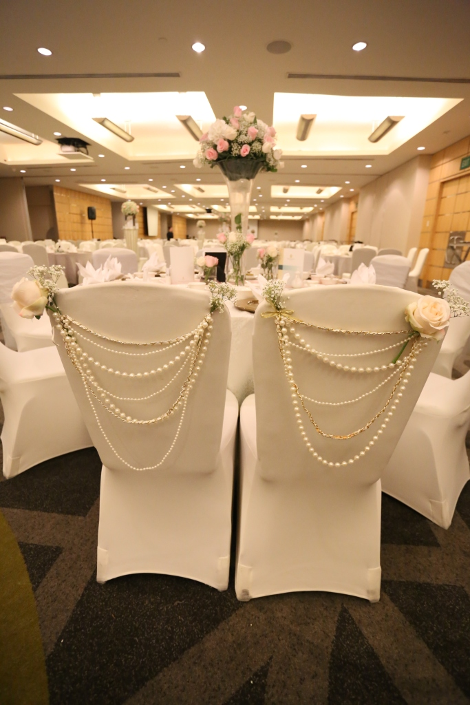 Bride & Groom Chair with string of pearls
